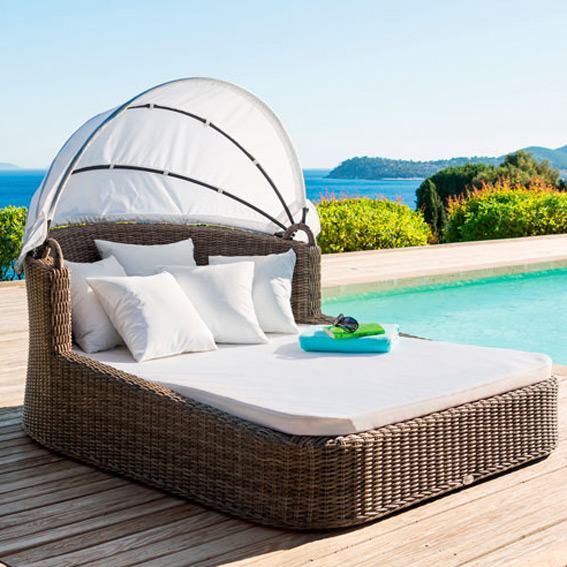 chaise longue resine trendy bain de soleil jardin roulant structure alu et tressage rsine noyer. Black Bedroom Furniture Sets. Home Design Ideas